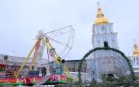 В Киеве начали устанавливать новогоднее чертово колесо