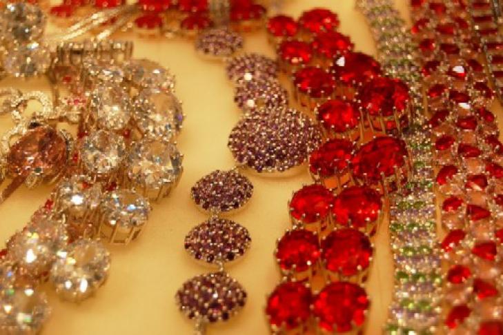 кража бриллиантов у вдовы толстого касается