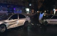 В центре Харькова в ДТП попал пьяный полицейский (Видео)