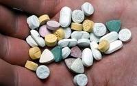 В Харькове разнесли аптеку и устроили костер из лекарств (видео)