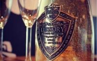 В ОАЭ начали продавать вино со съедобным золотом