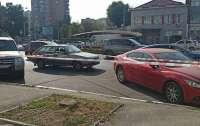 Неизвестные в центре города ранили владелицу авто, которое угнали
