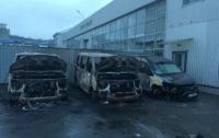 Неизвестные в Киеве подожгли автомобили