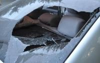 В Днепре пьяный мужчина разбил окно авто и прилег там отдохнуть
