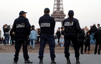 В Париже говорят о высокой вероятности теракта после найденной на улице бомбы