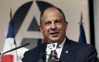 Президент Коста-Рики во время брифинга проглотил осу (видео)