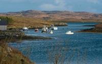В Шотландии вертолет рухнул в озеро, есть жертвы
