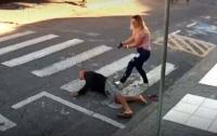 Бразильянка застрелила грабителя, напавшего на людей у школы (видео)