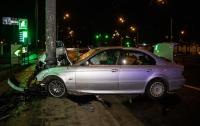 ДТП в Киеве: легковушка влетела в столб после ссоры пассажиров с водителем