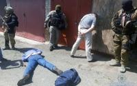 В Киеве задержали банду торговцев оружием (видео)