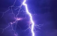 Молния вызвала онемение конечностей у жителей Японии