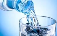 Киевлянка купила воду с червяком
