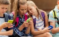 В школах Франции запретили смартфоны