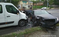ДТП в Харькове: молодой угонщик на Mercedes протаранил два авто