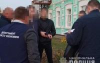 В Хмельницкой области двух чиновников задержали на взятке