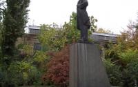 В Одессе из памятника Ленину сделали Дарта Вейдера (ФОТО)