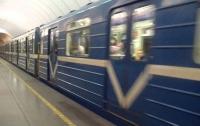 В Харькове возле метро умер мужчина