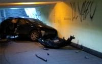 В Киеве иномарка влетела в подземный переход, есть пострадавшие