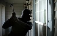 Разбой в Херсоне: мужчина застал грабителей в своем доме