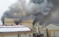 Пожар в Кемерово: число жертв достигло 64 человек, здание вновь задымилось