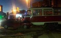 Двое взрослых и ребёнок пострадали в ДТП с трамваем в Харькове