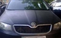 Киевлянина ограбили в подъезде: мужчина лишился денег и автомобиля