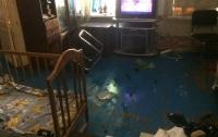 В Мариуполе мать на 2 суток закрыла детей в квартире, прохожие кормили детей через окно
