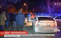 В Николаеве полиция спасла от самосуда наркомана, проломившего голову таксисту и угнавшему авто (видео)