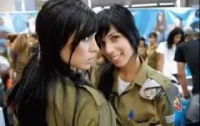 Теперь девушкам в израильской армии и косу заплести нельзя