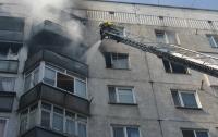 На Закарпатье горела многоэтажка: спасатели нашли тело женщины (видео)