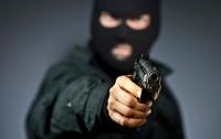 Пенсионер скрутил грабителя банка голыми руками (видео)