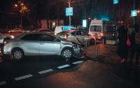 В центре Киева столкнулись две иномарки: пострадал пассажир такси