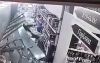 В супермаркете Киева полка со спиртным рухнула