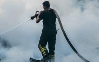 Под Киевом в выгоревшей траве обнаружили труп мужчины