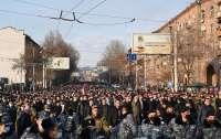 Протесты в Ереване: центр города заблокирован