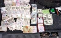 За взятку в Нацгвардию: Капитан требовал доллары за помощь с контрактом
