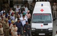 В Индии некачественной едой затравили насмерть 20 детей