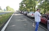 Пробка из сотен машин на трассе Мариуполь-Донецк (ФОТО)