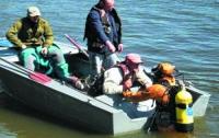 Два рыбака пропали с перевернувшейся на водохранилище лодки