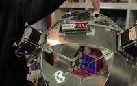Кубик Рубика собрали за 0,8 секунды (ВИДЕО)