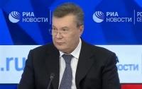 Янукович появился на фоне российского флага