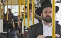 Мужчины и женщины будут ездить в автобусах отдельно