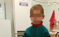 Мать выгнала шестилетнего ребенка на улицу среди ночи