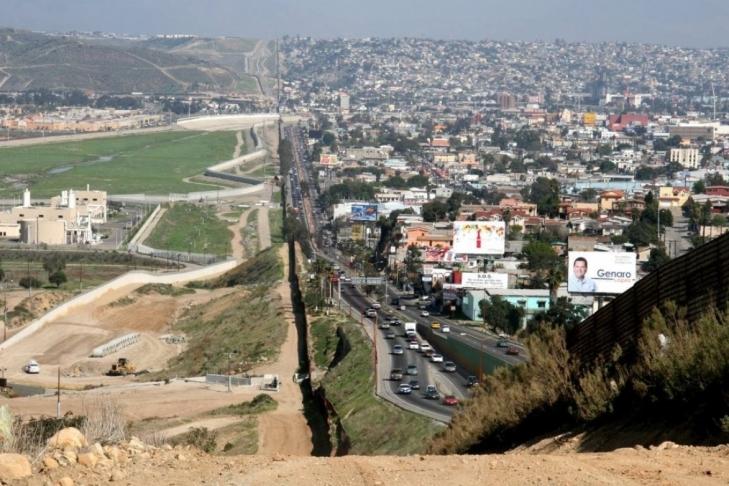 Трамп объявил, что мексиканцы— одна изсамых противозаконных наций вмире