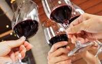 Женщины в изоляции более склонны к алкоголю, чем мужчины