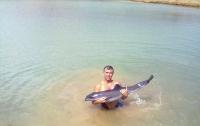 Одессит спас дельфиненка от смерти (ФОТО)