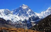 Эверест всколыхнуло мощное землетрясение
