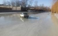 На Киевщине автомобиль без водителя выкатился на лед