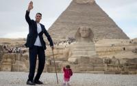 В Египте встретились самый высокий мужчина и самая крохотная женщина в мире