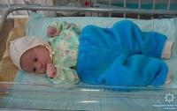 На Сумщине неизвестные подбросили в подъезд дома новорожденного